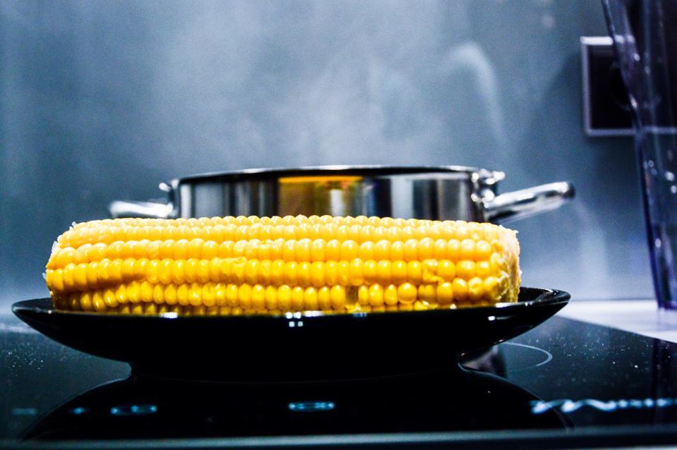 Треба їсти кукурудзу